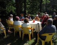 Spotkanie literackie w ogrodzie