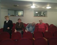 Mieszkańcy na spektaklu