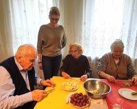 Chcemy odżywiać się zdrowo więc jemy owoce na surowo !!!
